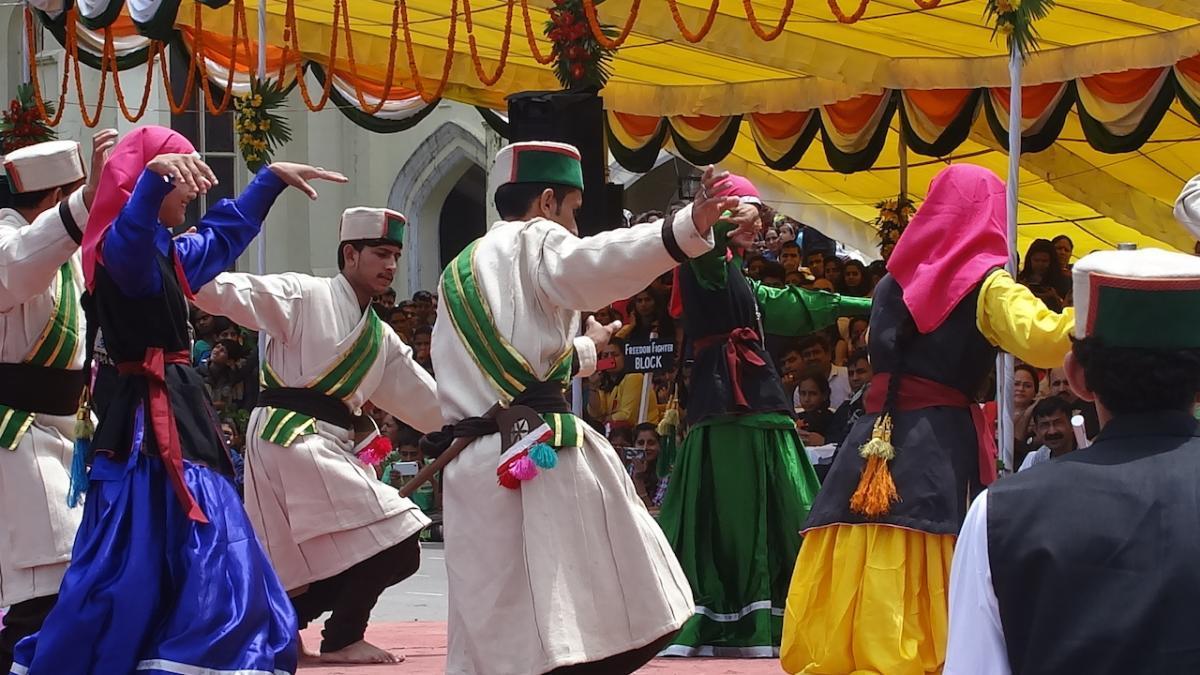 Shimla: Obchody Niepodległości Indii 15 sierpnia. Tańce ludowe z Kinnauru