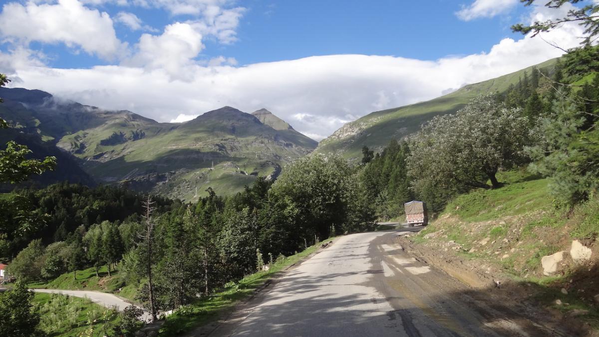Droga do przełęczy Rohtang od strony Manali