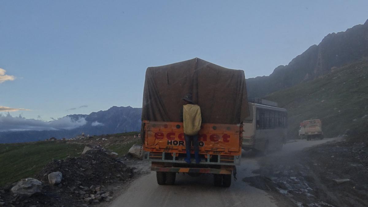 Ciężarówka przed nami