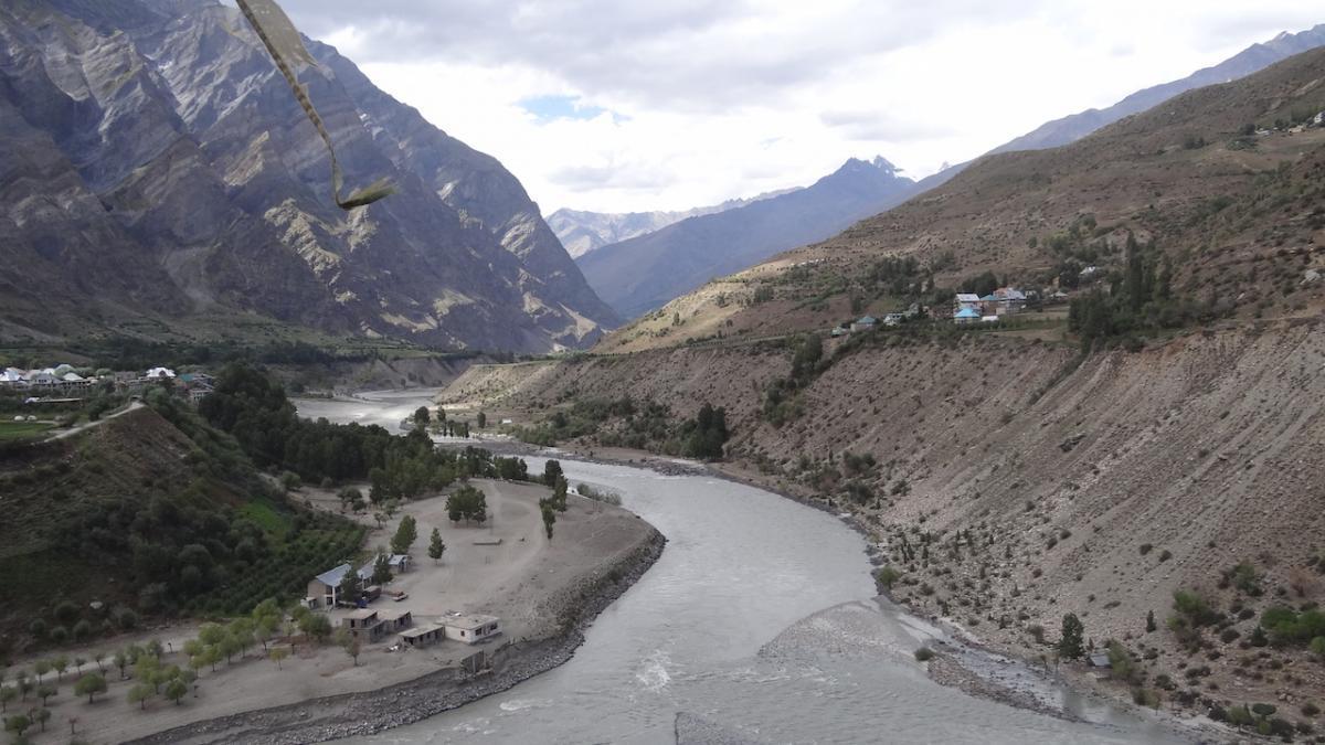 Keylong i okolice: zbieg rzek Czandry i Bhagi, tworzących rzekę Czandrabhagę (Chenab)