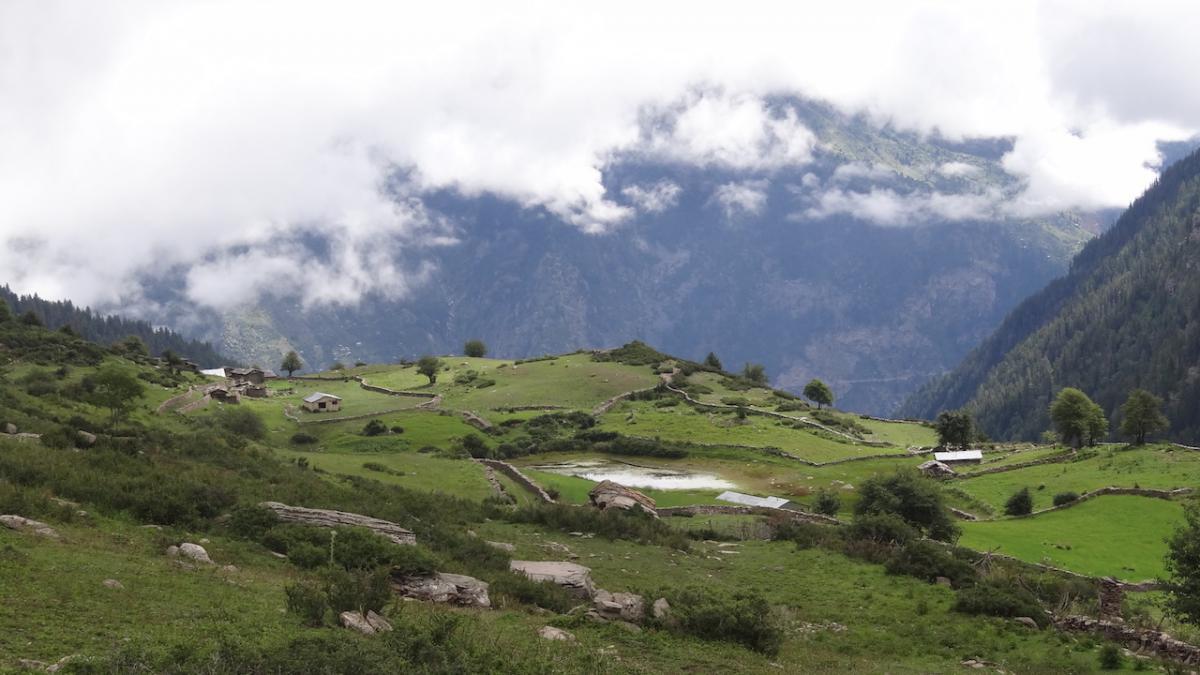 Sangla: wysokogórskie hale (khaṇḍā) i Jezioro kwiatów. Tutaj celebruje się najważniejsze święto Kinnauru: Phulećhi