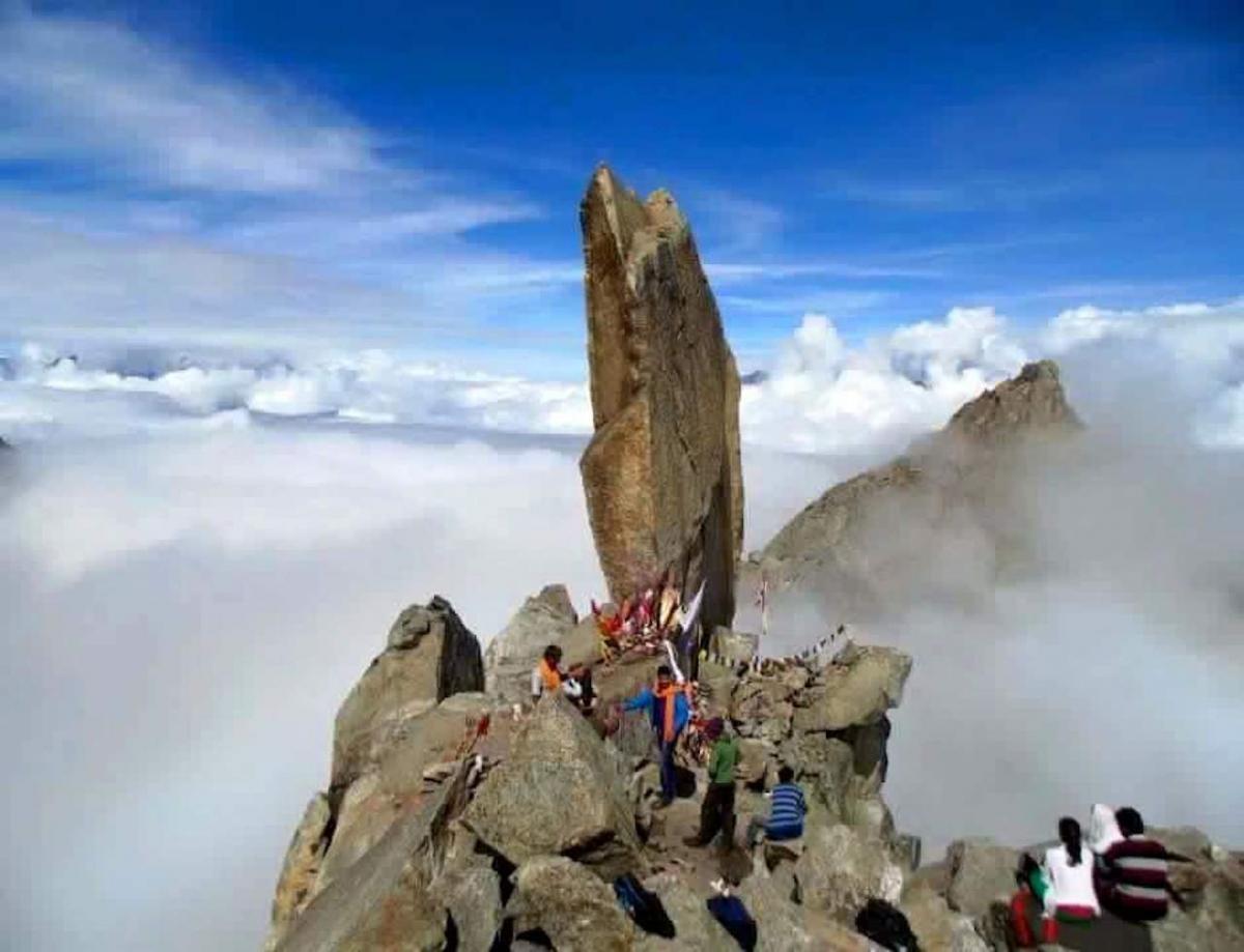 Kinnara Kailasa - sam szczyt. Fot. Ravi Raj Singh (Kalpa)
